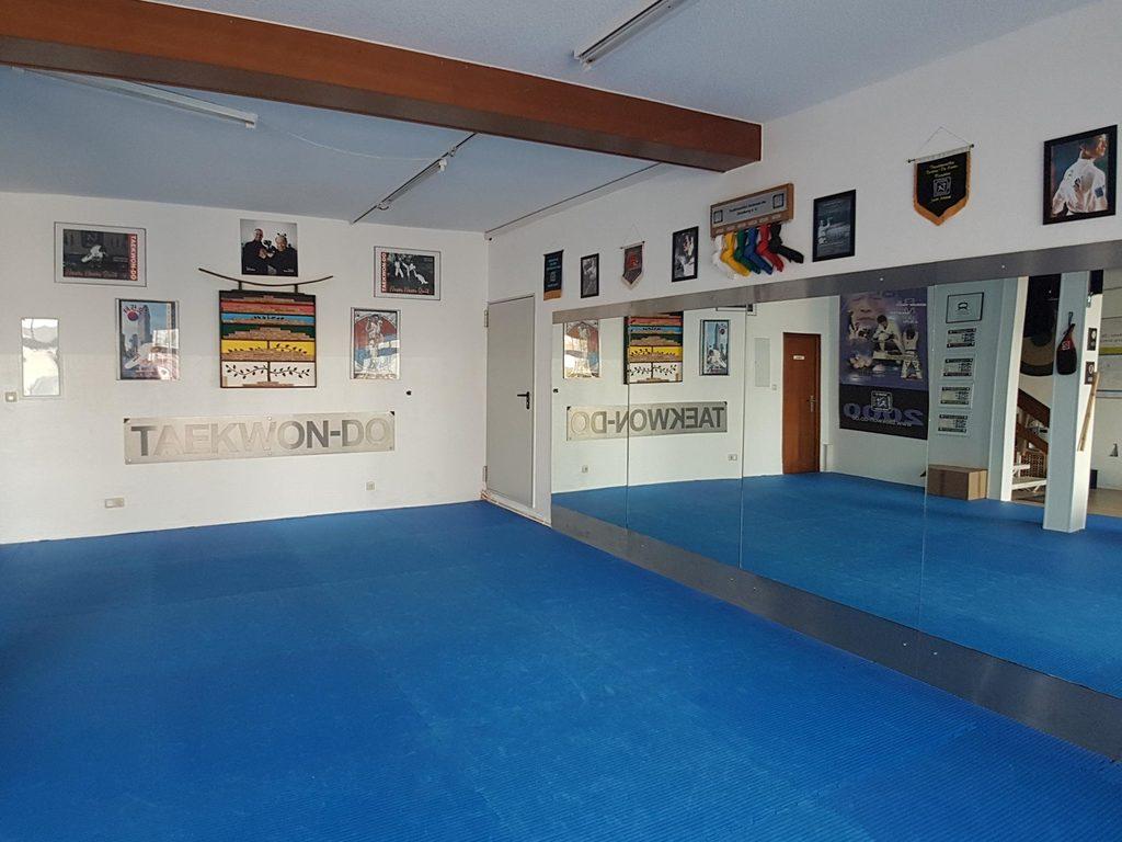 Blick in den vorderen Trainingsbereich der Kampfsportschule Eisenberg