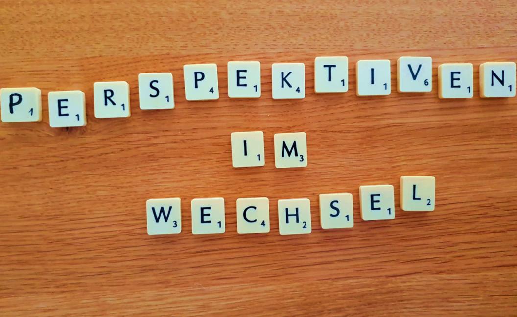 Scrabble Steine - Perspektiven im Wechsel