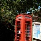 und es gibt sie noch, die roten Telefonkabinen