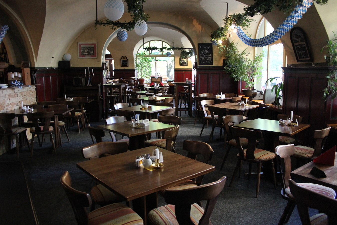 wirtshaus hasenheide restaurant super fr hst cken oder brunchen in berlin. Black Bedroom Furniture Sets. Home Design Ideas