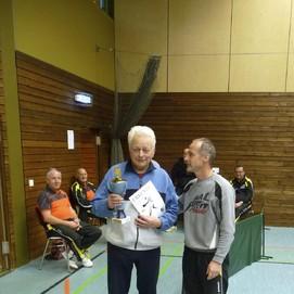 Überreichung des Pokals an den Sieger der Hoppymeisterschaft 2015, Siegfried Egelhof