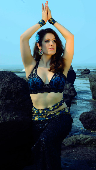 Beach Oriental Dance India Divanna