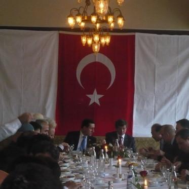 T.C. Dışişleri Bakanı Sayın Ahmet Davutoğlu Tuğra ve Başbakan Yardımcısı Sayın Emrullah İşler Tuğra