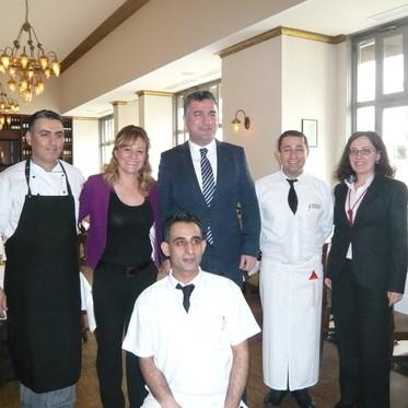 Berlin Başkonsolosu A.Başar Şen ve Konsolos Zeynep Yılmaz Tuğra Restaurant ta