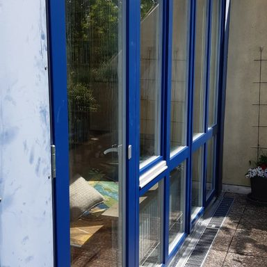 Holzfenster in Sonderfarbe