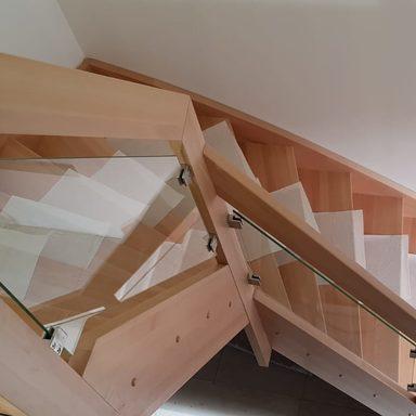 Vollholztreppe aus Buche