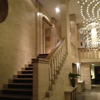 """<h2>Kunde / Ort</h2> <br> Hotel """"Das Stue"""" <br><br>  <h2>Ausführung / Material </h2> <br>  Umbau der ehem. Dänischen Gesandschaft, zu einem 5 Sterne Hotel."""