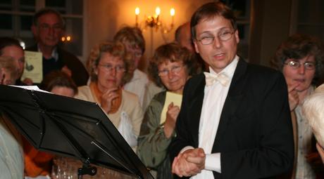 2005 Kirchenkonzert Fallingbostel, hier stellvertretend für viele Schloss - und Kirchenkonzerte, immer mit regem Interesse des Publikums.