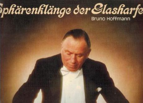 """Bruno Hoffmann, auf dem Cover seiner Schallplatte """"Sphärenklänge der Glasharfe."""