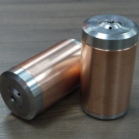 Kaltgasspritzen - Bolzen mit dicker Kupferschicht im Kaltgasspritzverfahren beschichtet und anschließend abgedreht