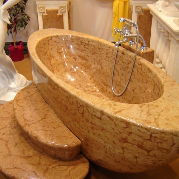 <h2>Ausführung / Material</h2> <br> Badewannen aus Naturstein.
