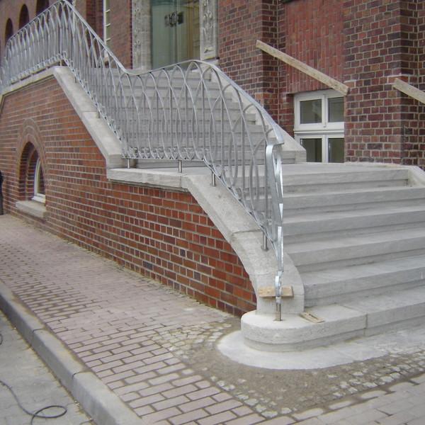 <h2>Kunde / Ort</h2> <br>   Schultheissbrauerei  <br><br>  <h2>Ausführung / Material </h2> <br>  Denkmalgerechte Instandsetzung der Treppenanlage - Schultheissbrauerei, nach und vor der Restaurierung.