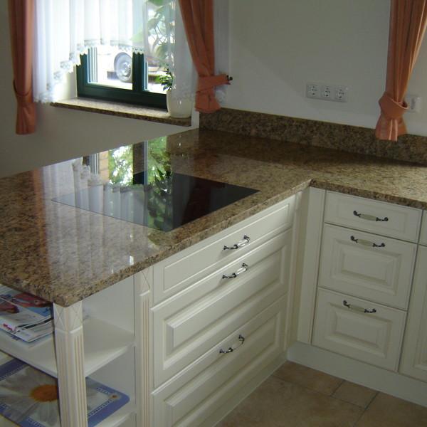 <h2>Kunde / Ort</h2> <br> Privat <br><br>  <h2>Ausführung / Material</h2> <br> Küchenarbeitsplatte aus Giallo Veneciano, Oberfläche poliert.