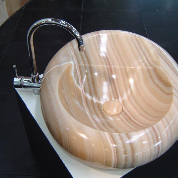 <h2>Ausführung / Material</h2> <br> Waschtische bzw. Waschbecken aus Naturstein
