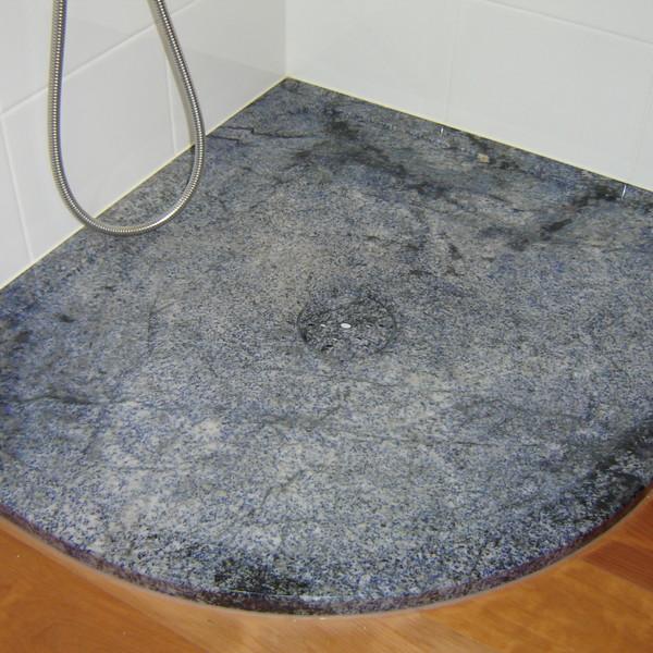 <h2>Kunde / Ort</h2> <br> Ausstellung / Hoppegarten <br><br>  <h2>Ausführung / Material</h2> <br> Duschtasse aus Azul Bahia. Ablaufstopfen mit und ohne Naturstein.