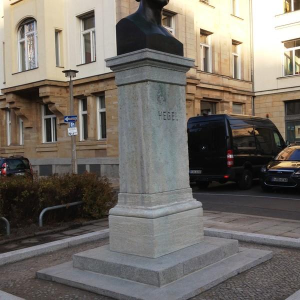<h2>Kunde / Ort</h2> <br>   Berlin / öffentlicher Auftraggeber  <br><br>  <h2>Ausführung / Material </h2> <br>  Restaurierung und Reinigung - Sockel Hegel Denkmal.