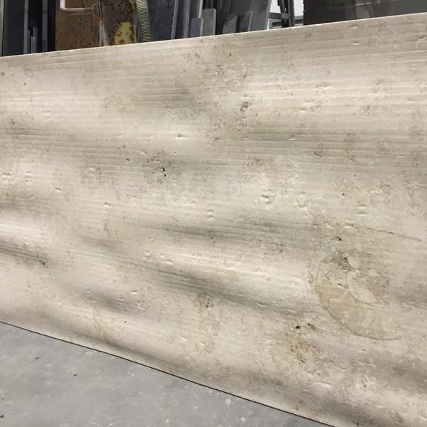 <h2>Ausführung</h2> <br> Flowing Design <br><br>  <h2>Material</h2> <br> Jura Marmor