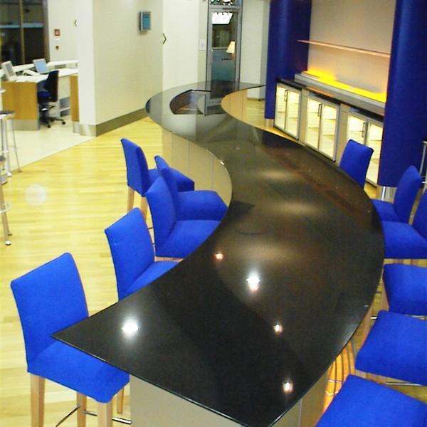 <h2>Kunde / Ort</h2> <br> Berlin Tegel <br><br>  <h2>Ausführung / Material </h2> <br>  Tresen im Flughafen Tegel