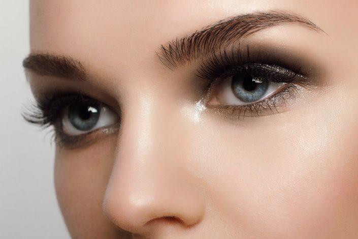 Wimoern- und Augenbehandlung