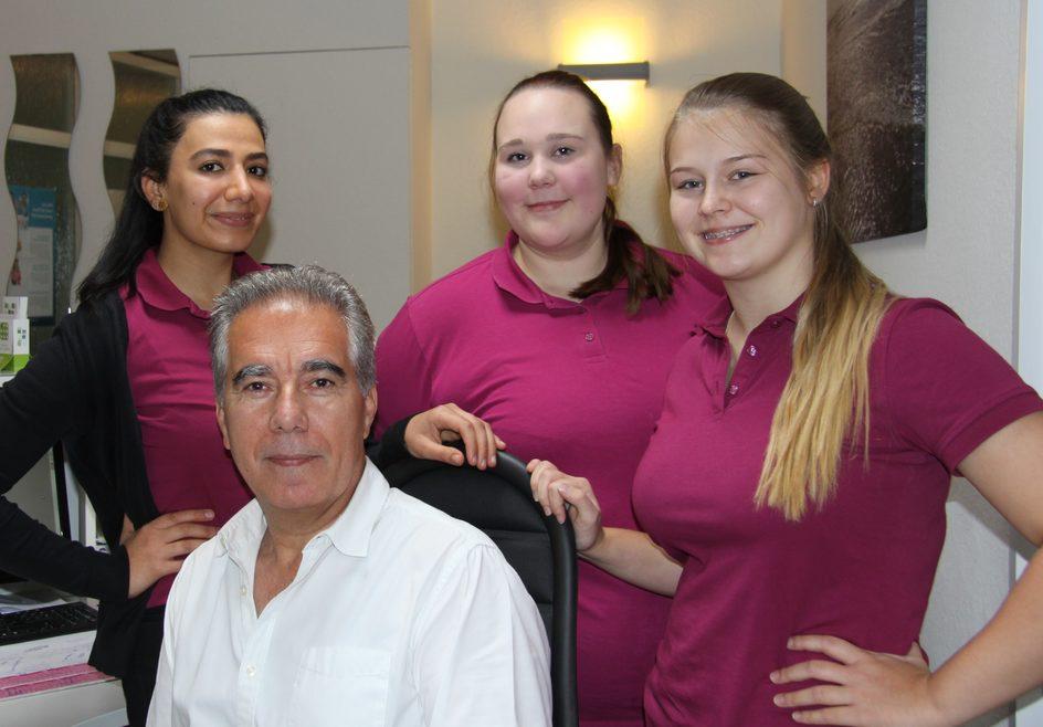Frauenarzt Mohammad Zadeh und sein Team